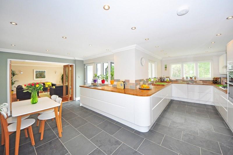 Cucina-con-isola-ed-open-space